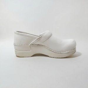 Dansko professional white box clogs / Mules
